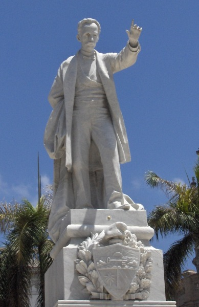 monumento-en-el-parque-central