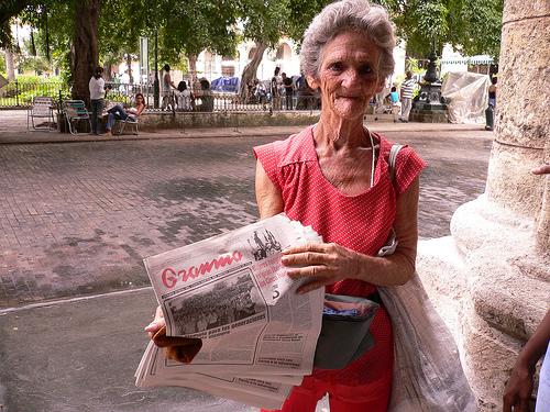 Vendedora de periódicos en Cuba