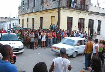 http://www.translatingcuba.com/images/ivan/1365282191_Detencion_disidente_cubano_Raul_Rivero.jpeg