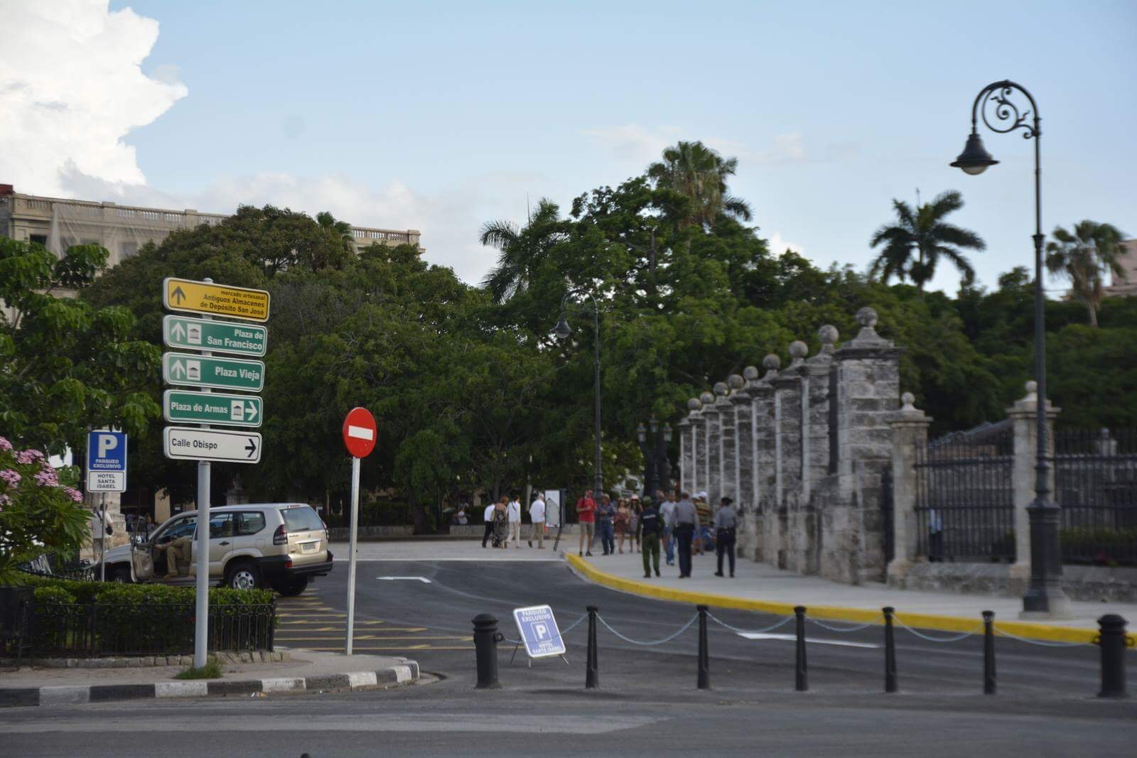 the palacio del segundo cabo has reverted to its original use as military fortress ra l castro might show up at any hour of the
