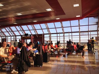 http://www.translatingcuba.com/images/yoani/1389675792_aeropuerto_habana.jpg